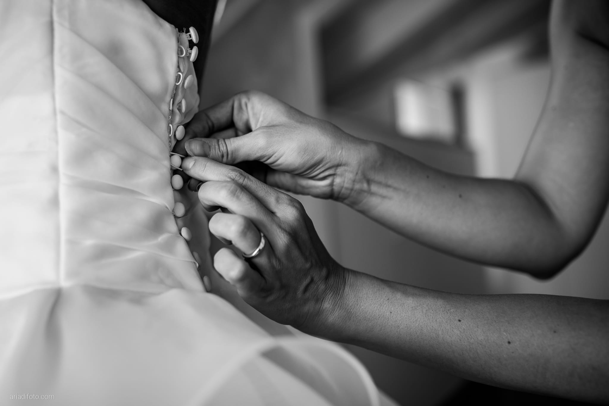 Francesca Davide Matrimonio Destination Wedding Castello Zemono Valle Vipacco Slovenia preparativi vestizione