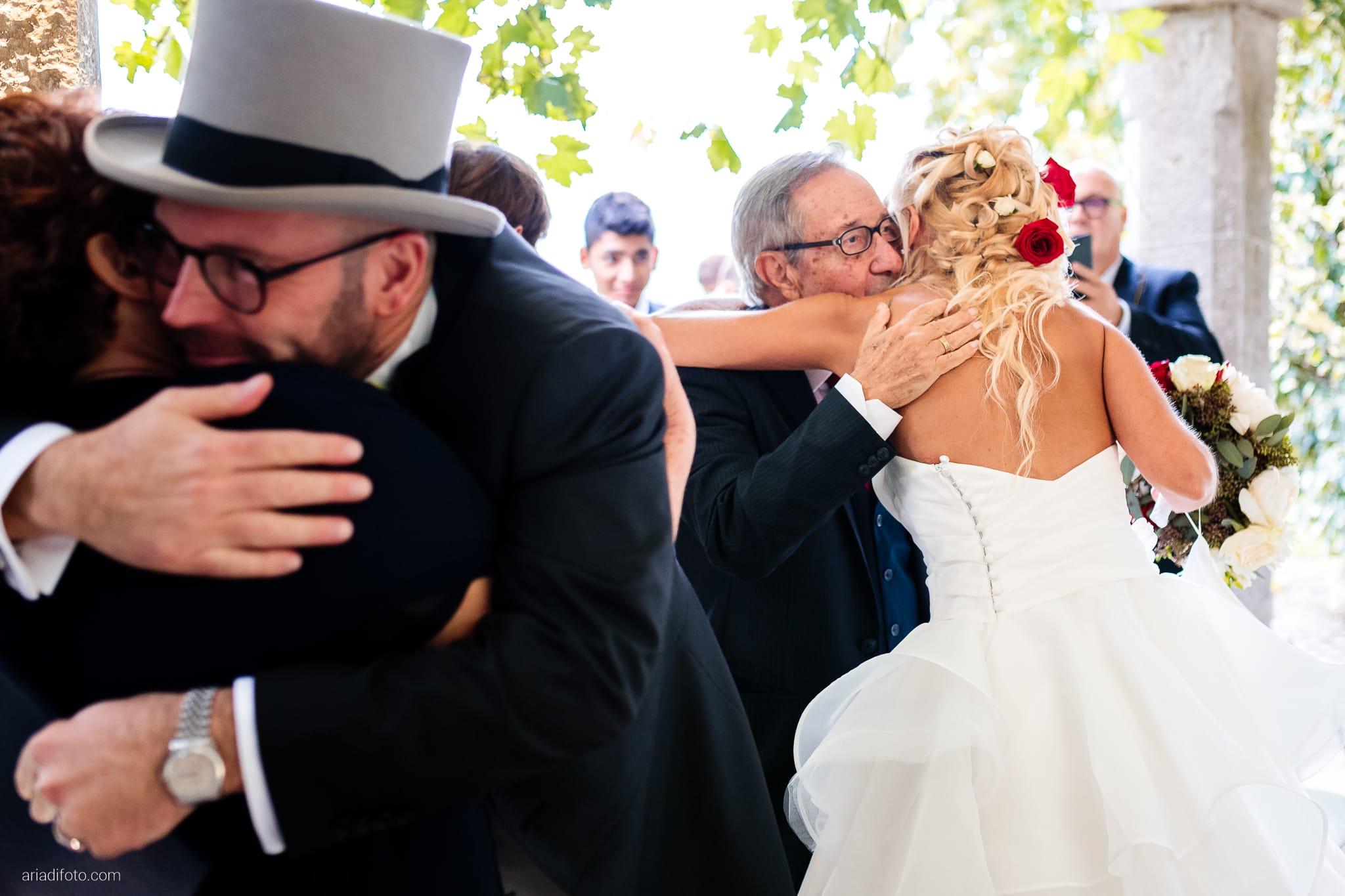 Francesca Davide Matrimonio Destination Wedding Castello Zemono Valle Vipacco Slovenia cerimonia civile momenti abbracci