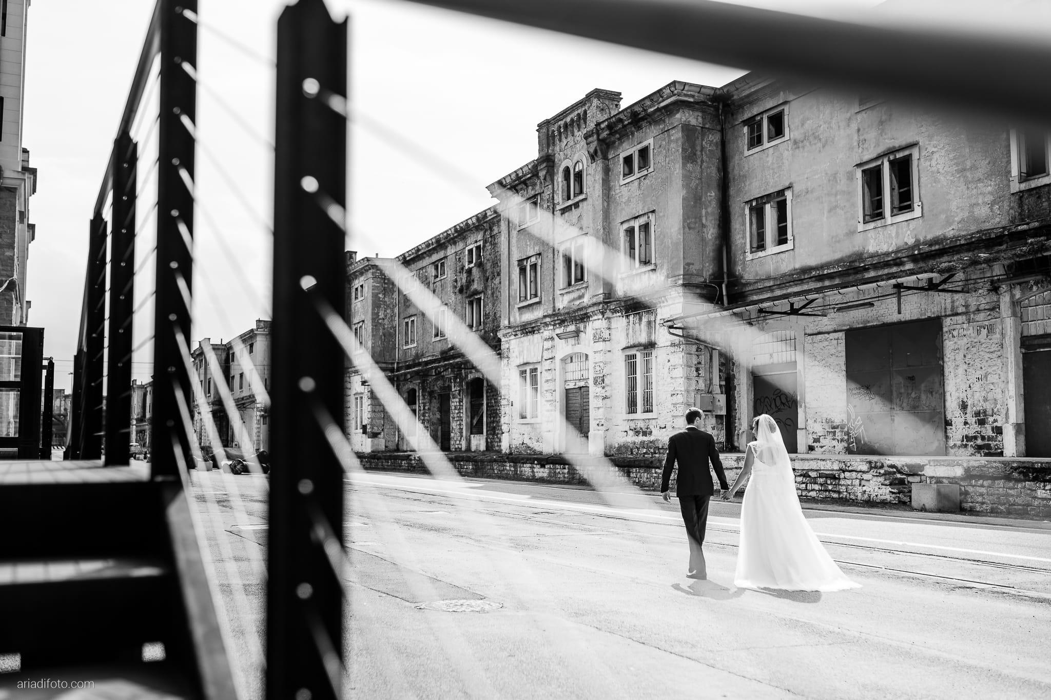 Maria Emanuela Fabio Matrimonio Muggia Porto Vecchio Agriturismo Hermada Duino Trieste ritratti sposi Magazzino 26
