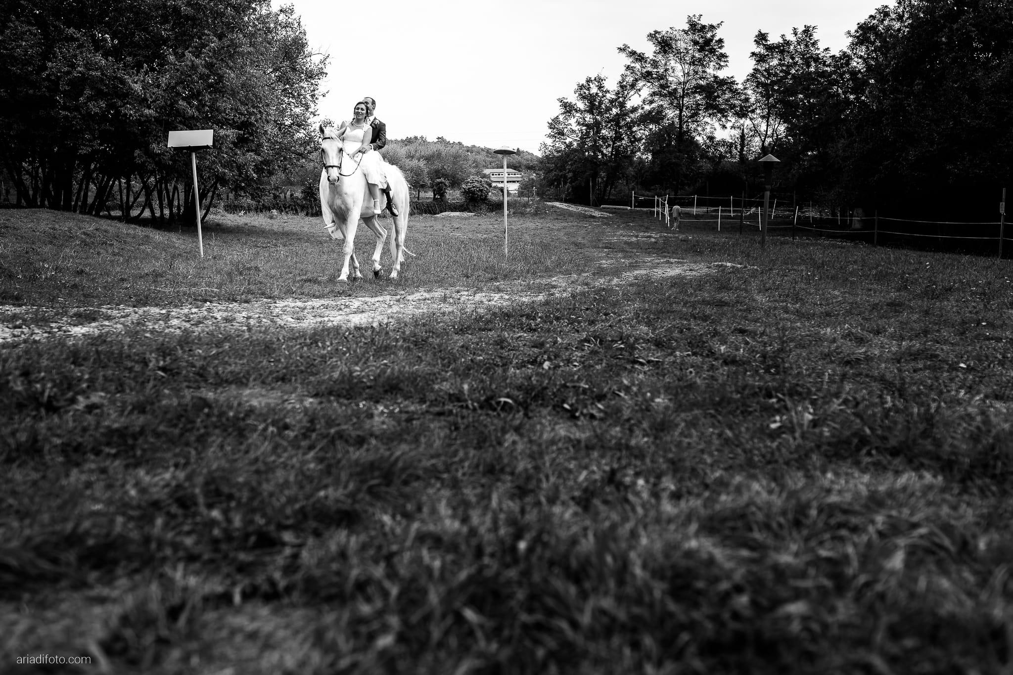 Maria Emanuela Fabio Matrimonio Muggia Porto Vecchio Agriturismo Hermada Duino Trieste ricevimento cavalli arrivo