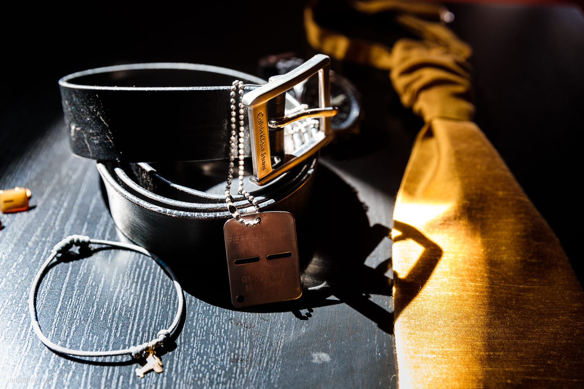 Nicoletta Pierfrancesco Matrimonio Gorizia Villa Attems Lucinico preparativi sposo dettagli cravatta cintura bracciale gemelli piastrina militare areonautica maverik