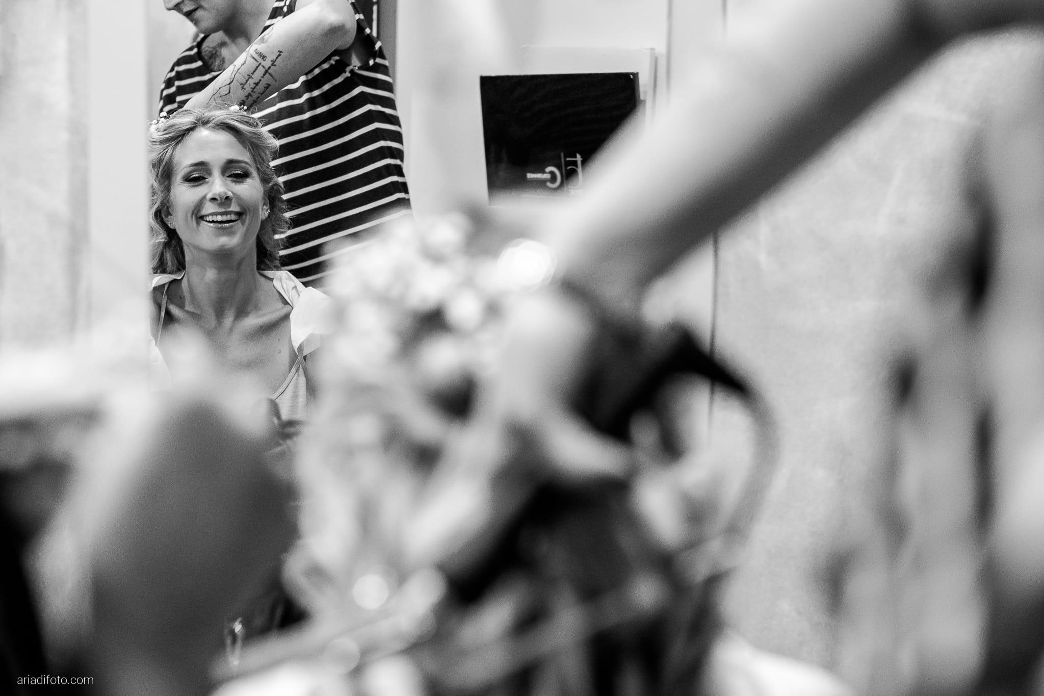 Nicoletta Pierfrancesco Matrimonio Gorizia Villa Attems Lucinico preparativi sposa acconciatura specchio riflesso