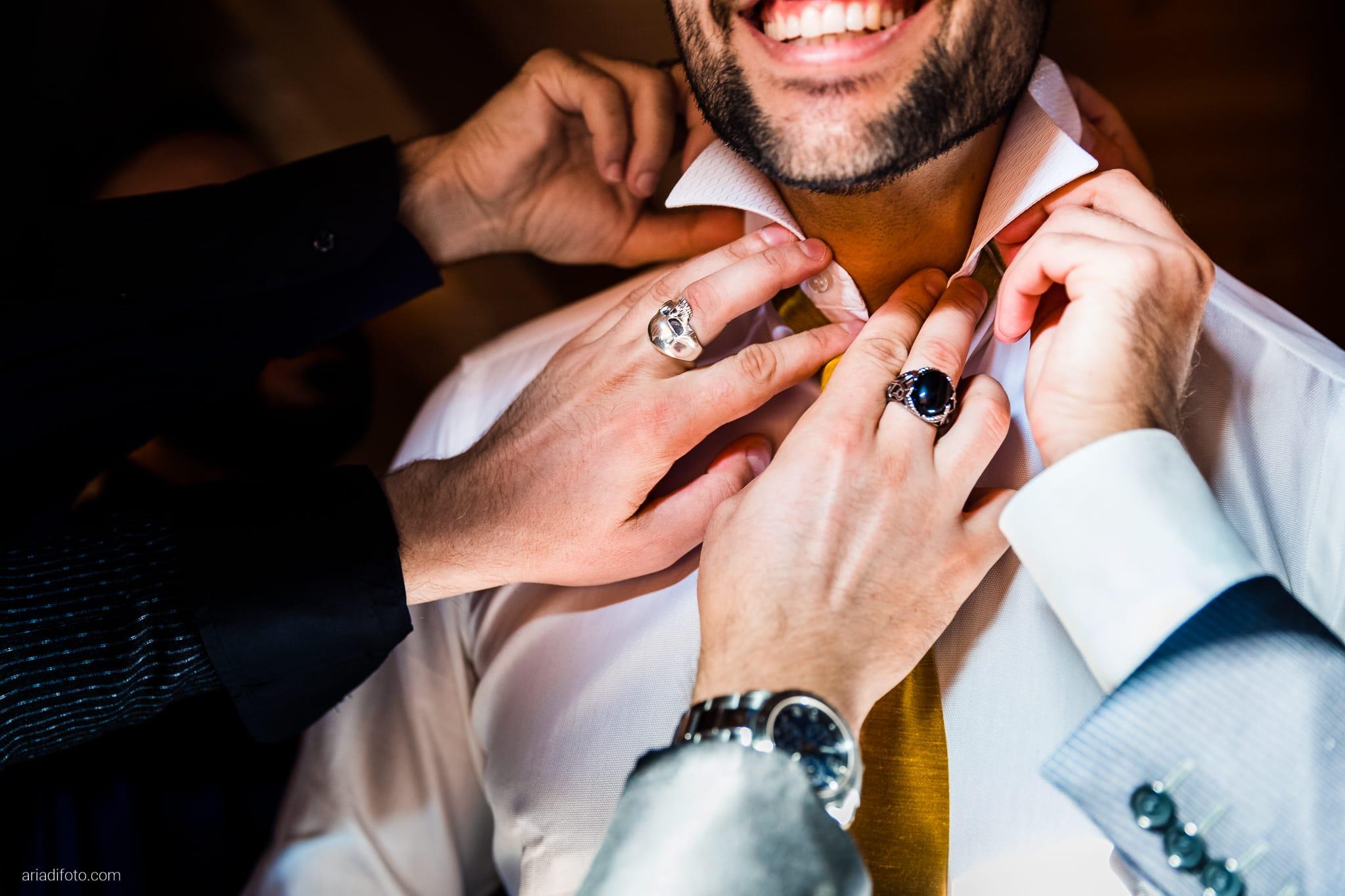 Nicoletta Pierfrancesco Matrimonio Gorizia Villa Attems Lucinico preparativi sposo vestizione mani colletto