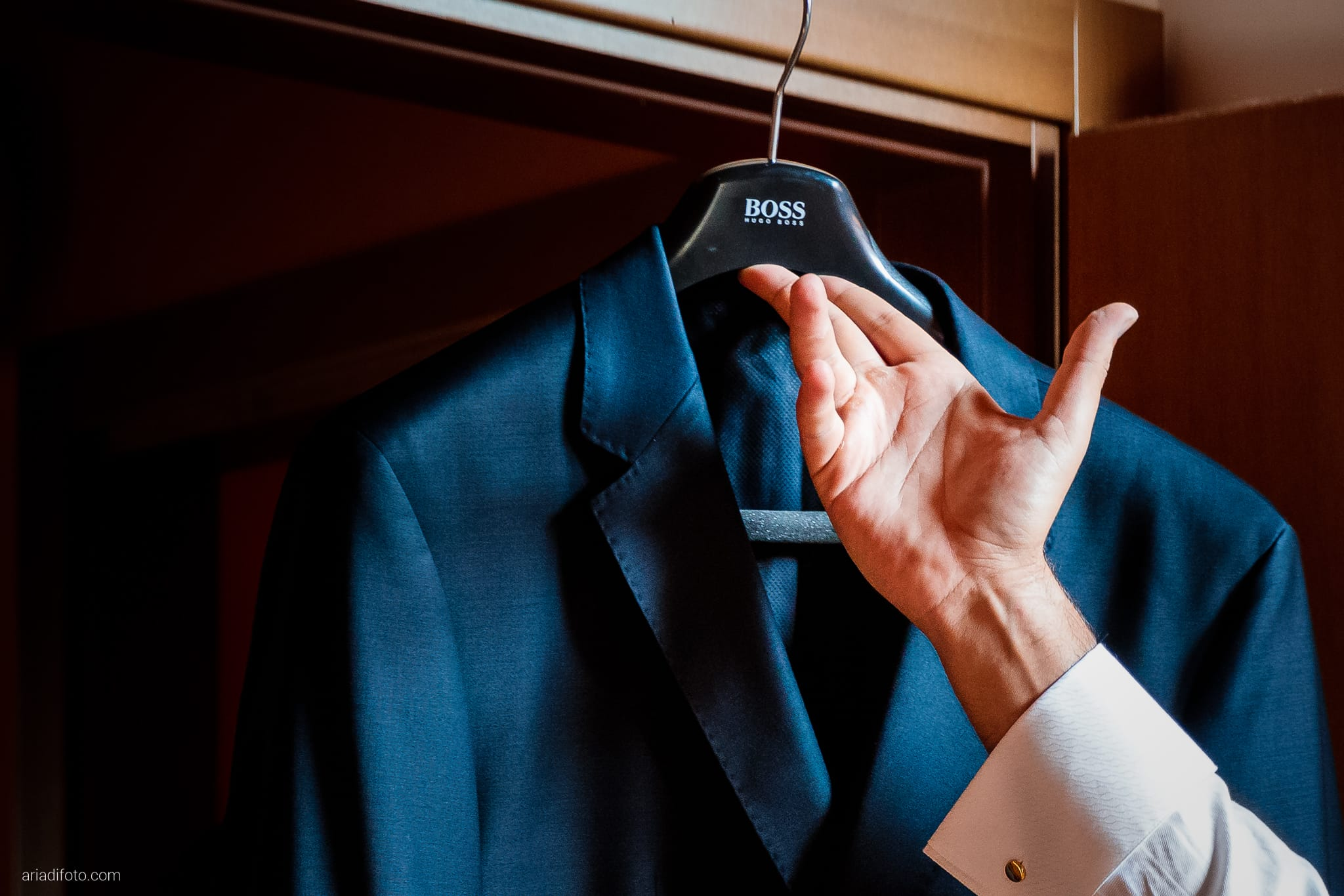 Nicoletta Pierfrancesco Matrimonio Gorizia Villa Attems Lucinico preparativi sposo vestizione dettagli abito