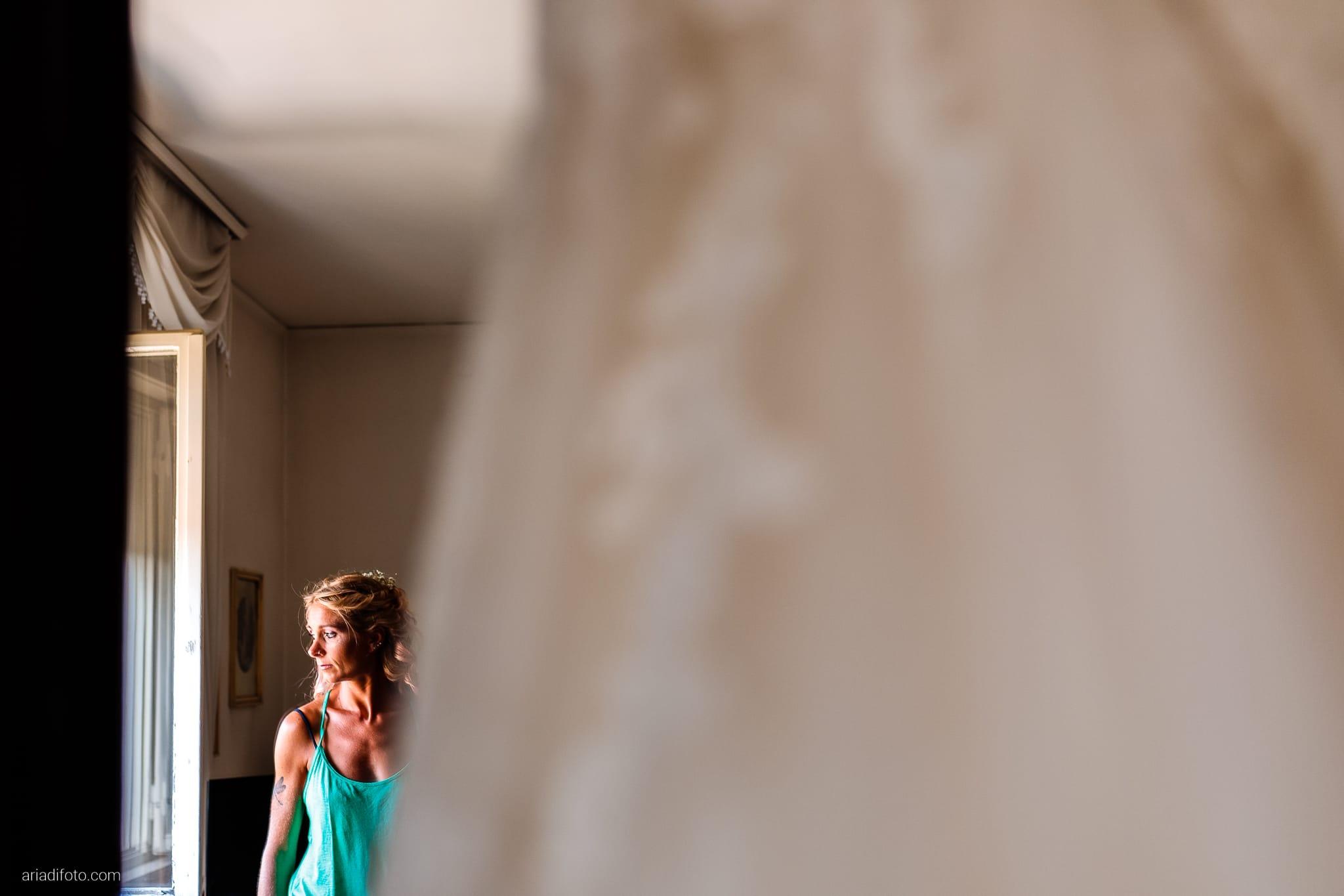 Nicoletta Pierfrancesco Matrimonio Gorizia Villa Attems Lucinico preparativi sposa luce finestra