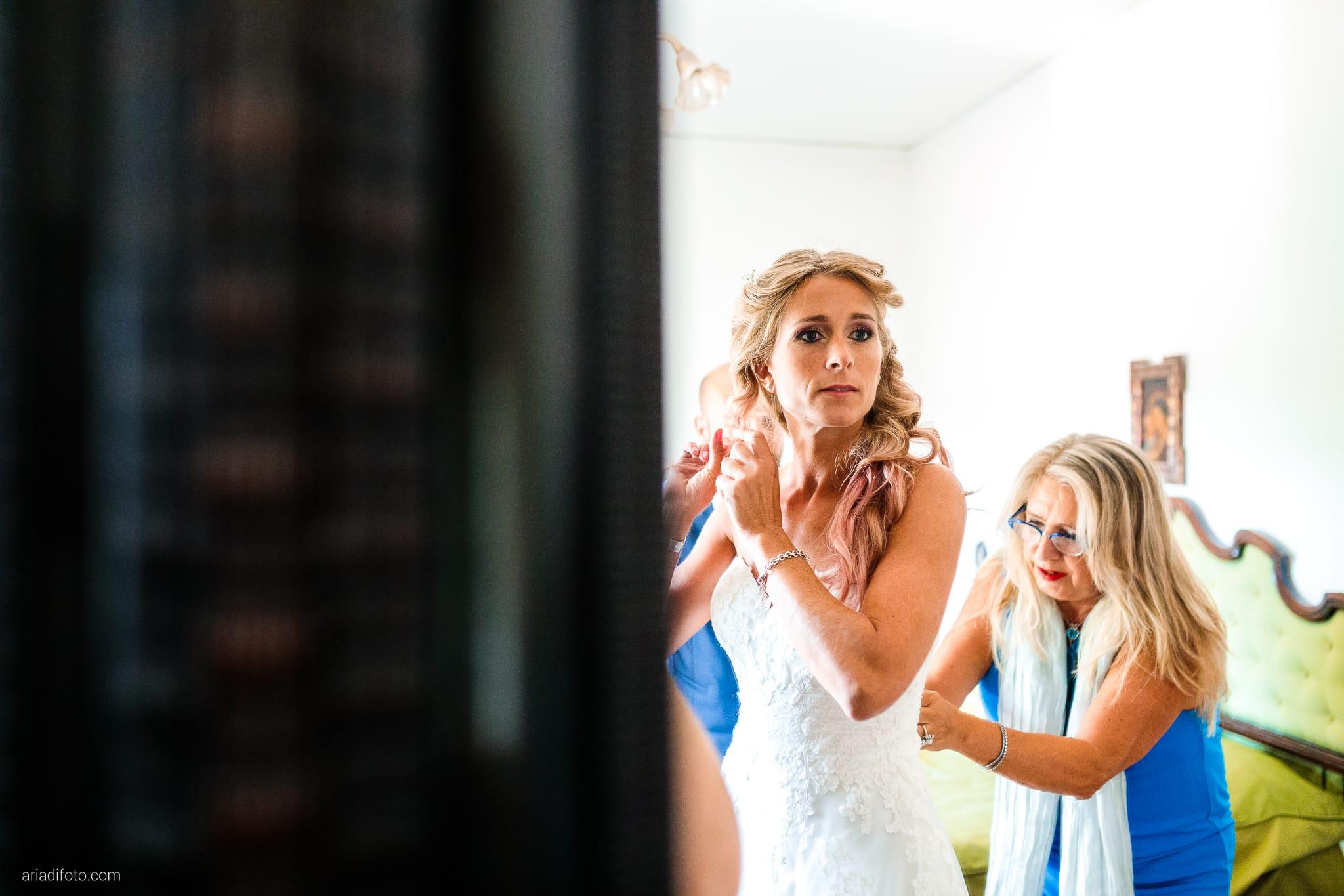 Nicoletta Pierfrancesco Matrimonio Gorizia Villa Attems Lucinico preparativi sposa vestizione specchio