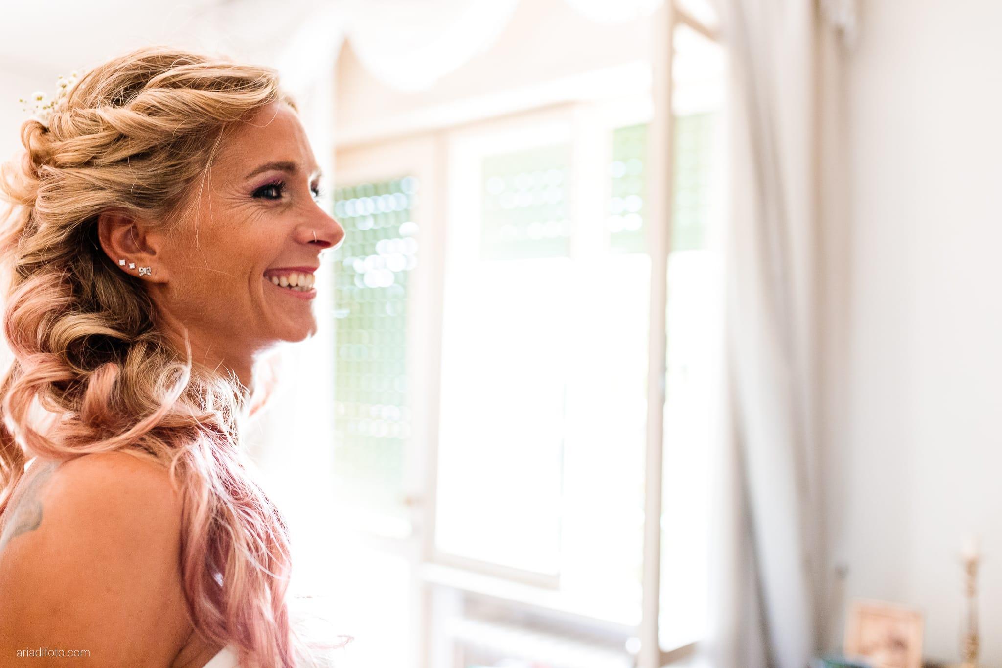 Nicoletta Pierfrancesco Matrimonio Gorizia Villa Attems Lucinico preparativi sposa vestizione sorriso