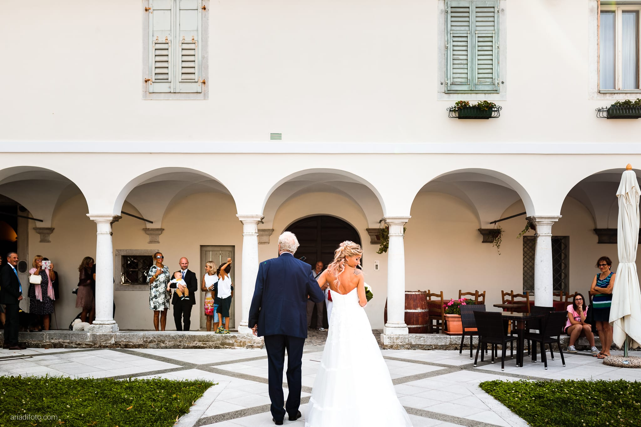 Nicoletta Pierfrancesco Matrimonio Gorizia Villa Attems Lucinico Cerimonia Chiesa Sant'Antonio ingresso sposa