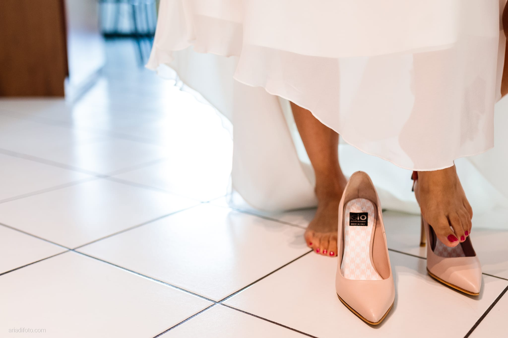 Tatiana Marco Matrimonio Trieste Baronesse Tacco San Floriano Collio Gorizia preparativi sposa dettagli scarpe