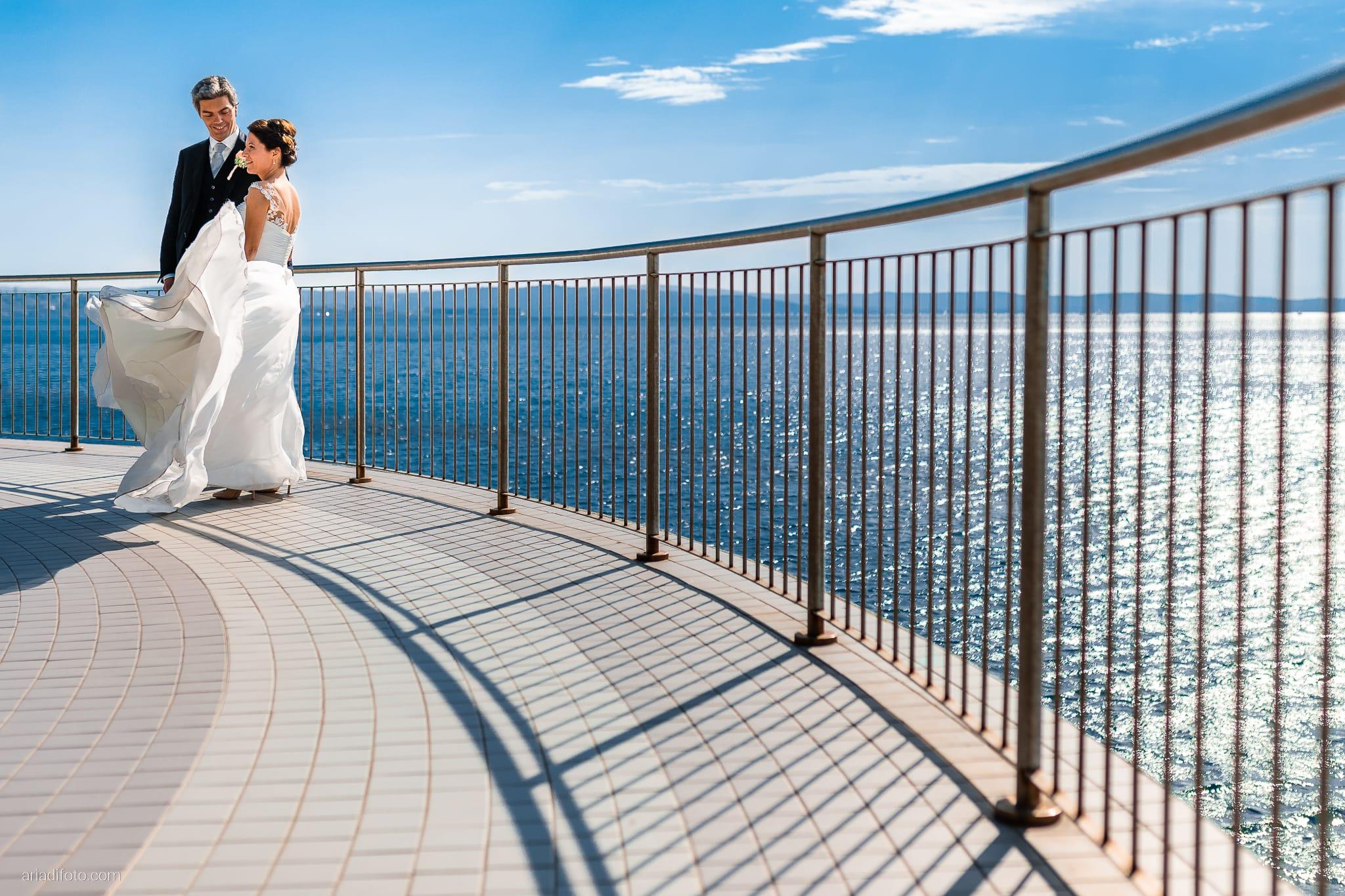 Tatiana Marco Matrimonio Trieste Baronesse Tacco San Floriano Collio Gorizia ritratti sposi Barcola vento abito