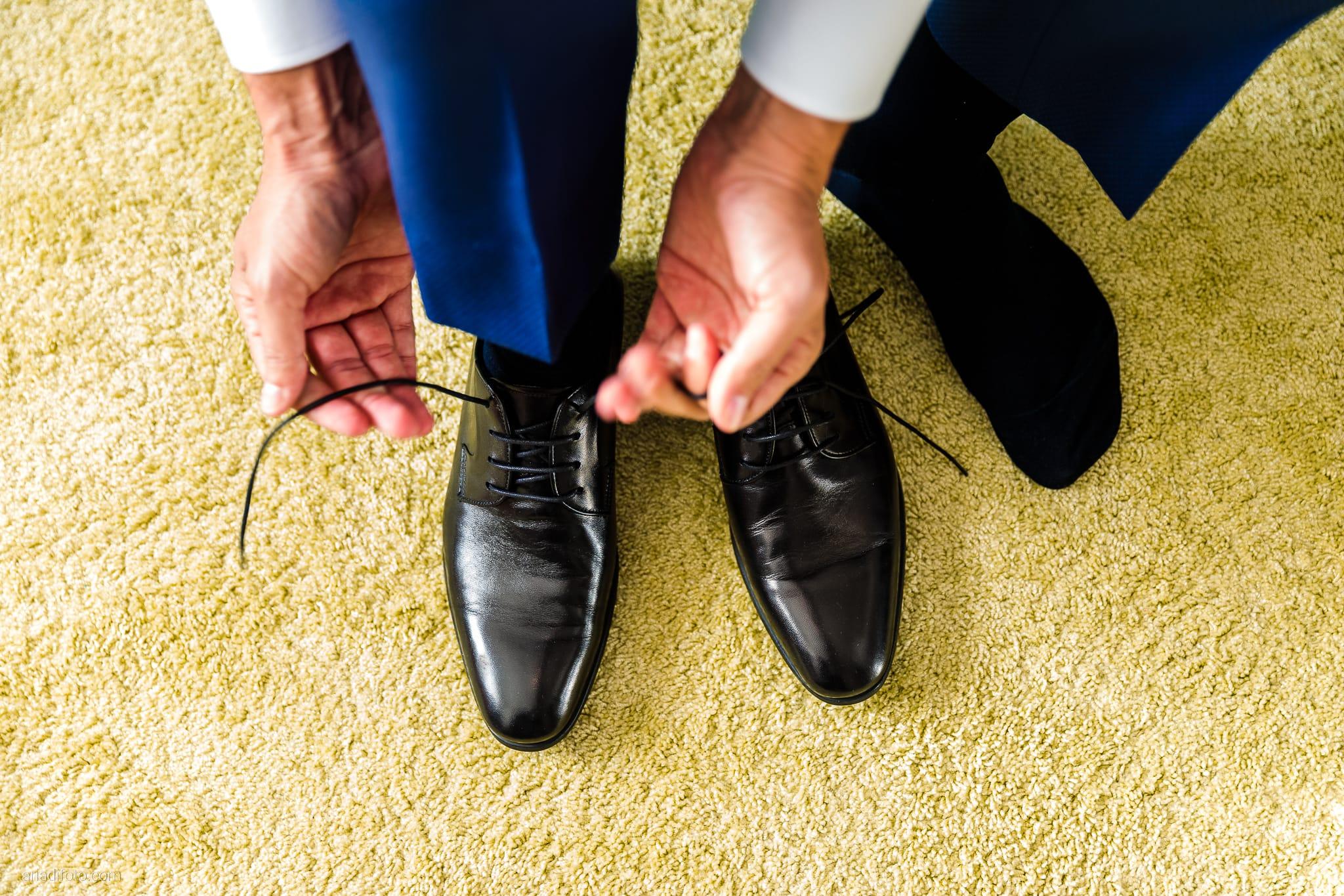 Teresa Andrea Matrimonio Grado Basilica Sant Eufemia Villa Iachia Ruda Udine preparativi sposo vestizione scarpe
