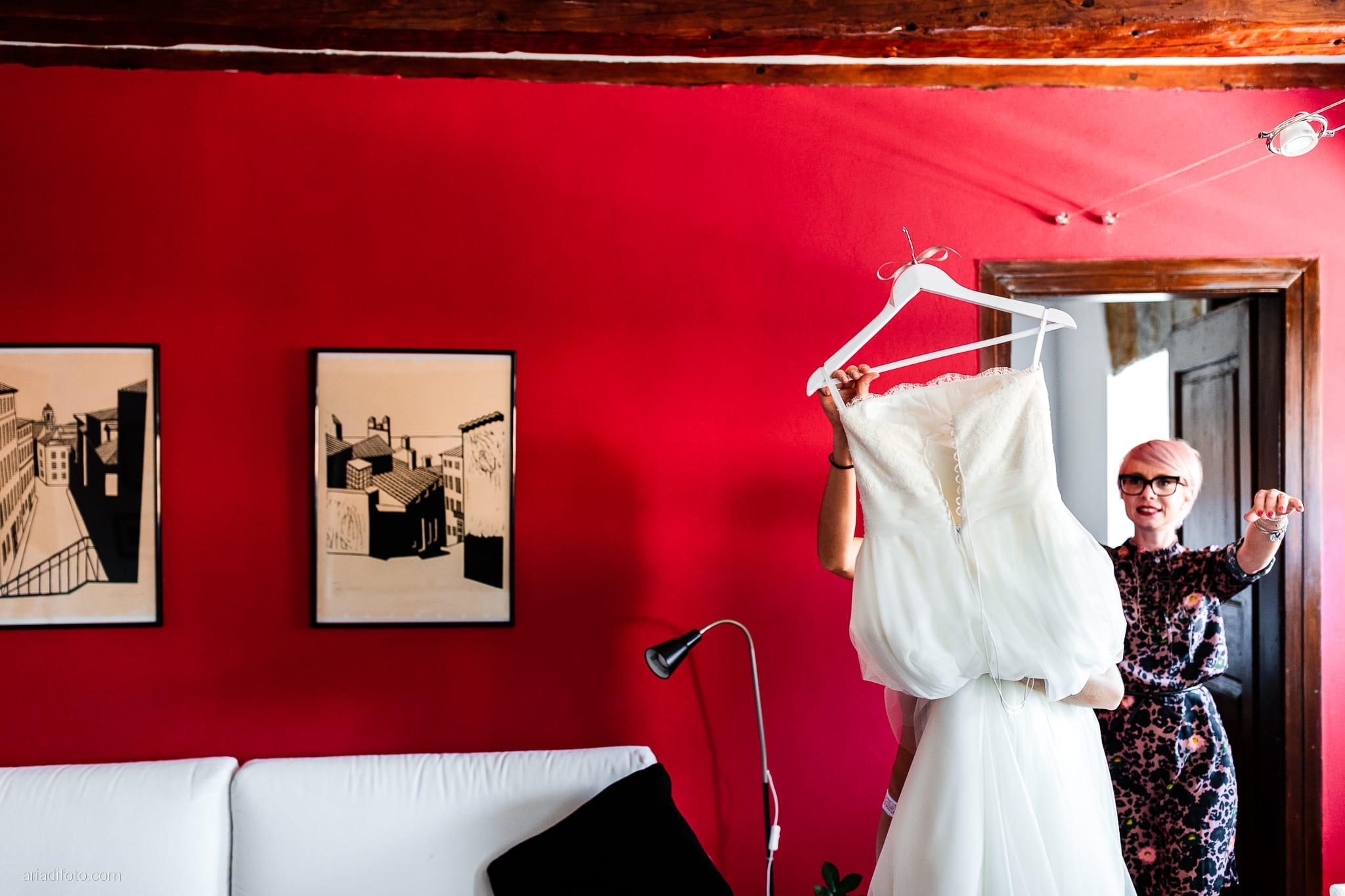 Marina Stefano Matrimonio Castello San Giusto Molo IV Trieste preparativi sposa vestizione