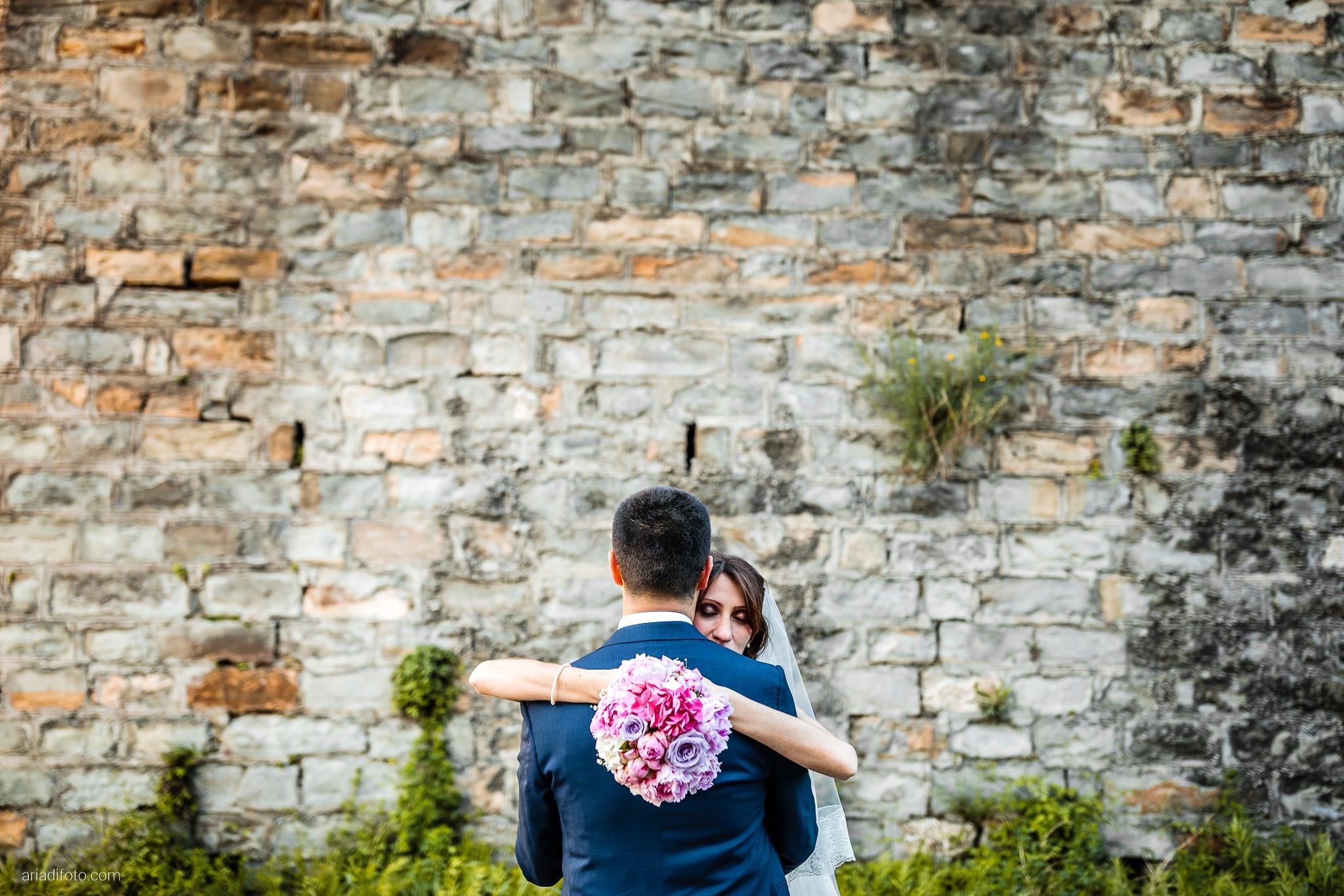 Marina Stefano Matrimonio Castello San Giusto Molo IV Trieste ritratti sposi Porto Vecchio Trieste bouquet