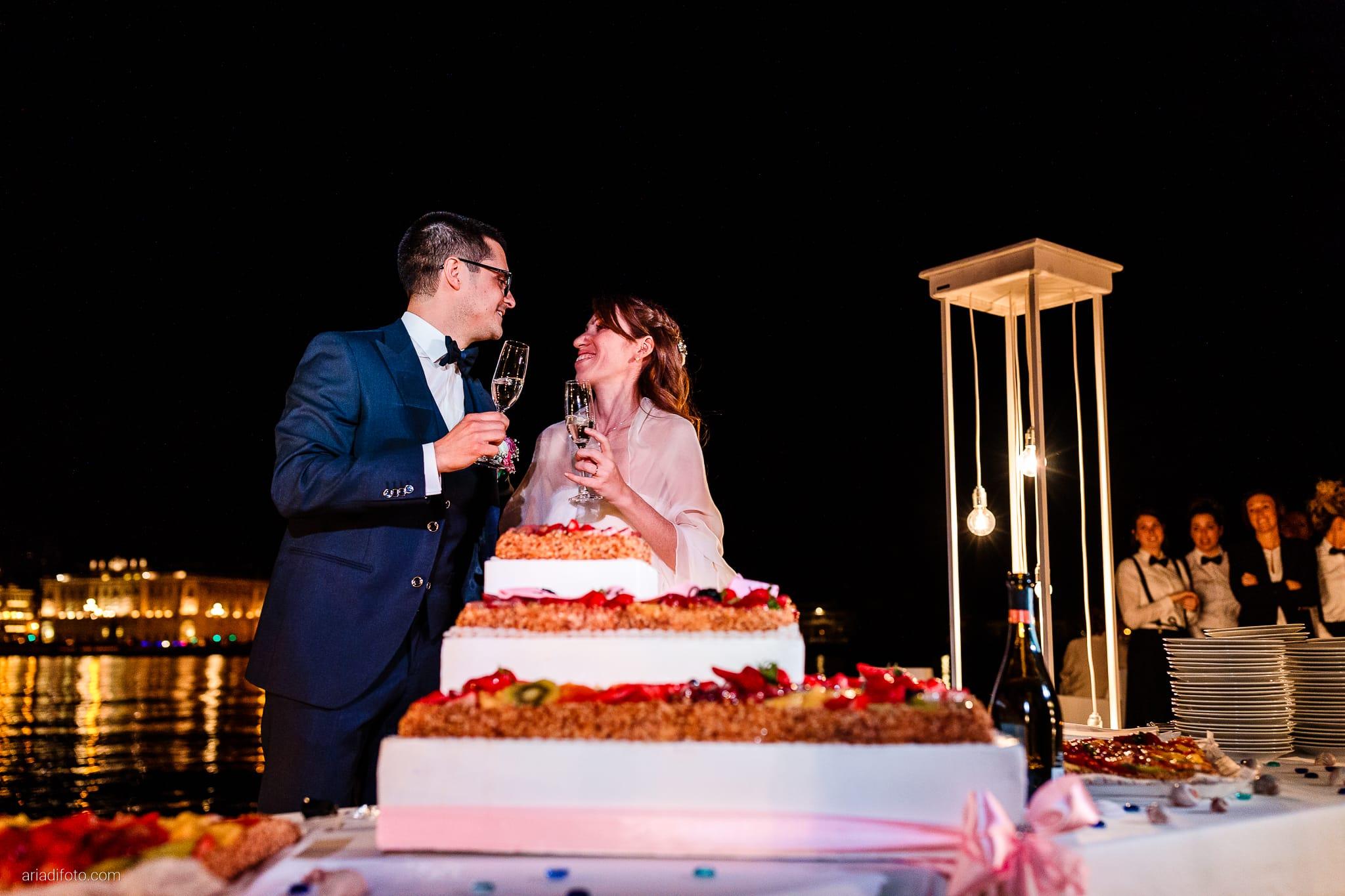 Marina Stefano Matrimonio Castello San Giusto Molo IV Trieste ricevimento taglio della torta