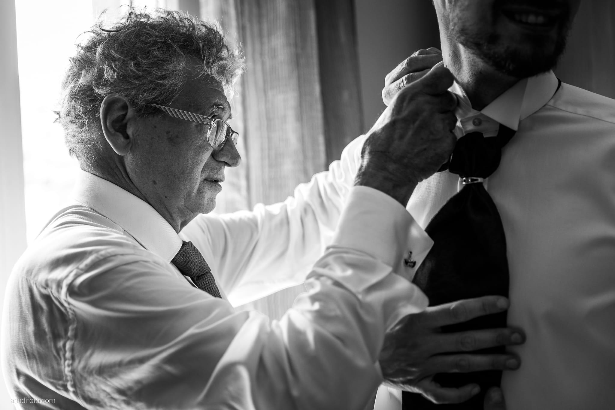 Giorgia Davide Matrimonio Muggia Trieste Baronesse Tacco San Floriano Del Collio Gorizia preparazione sposo vestizione