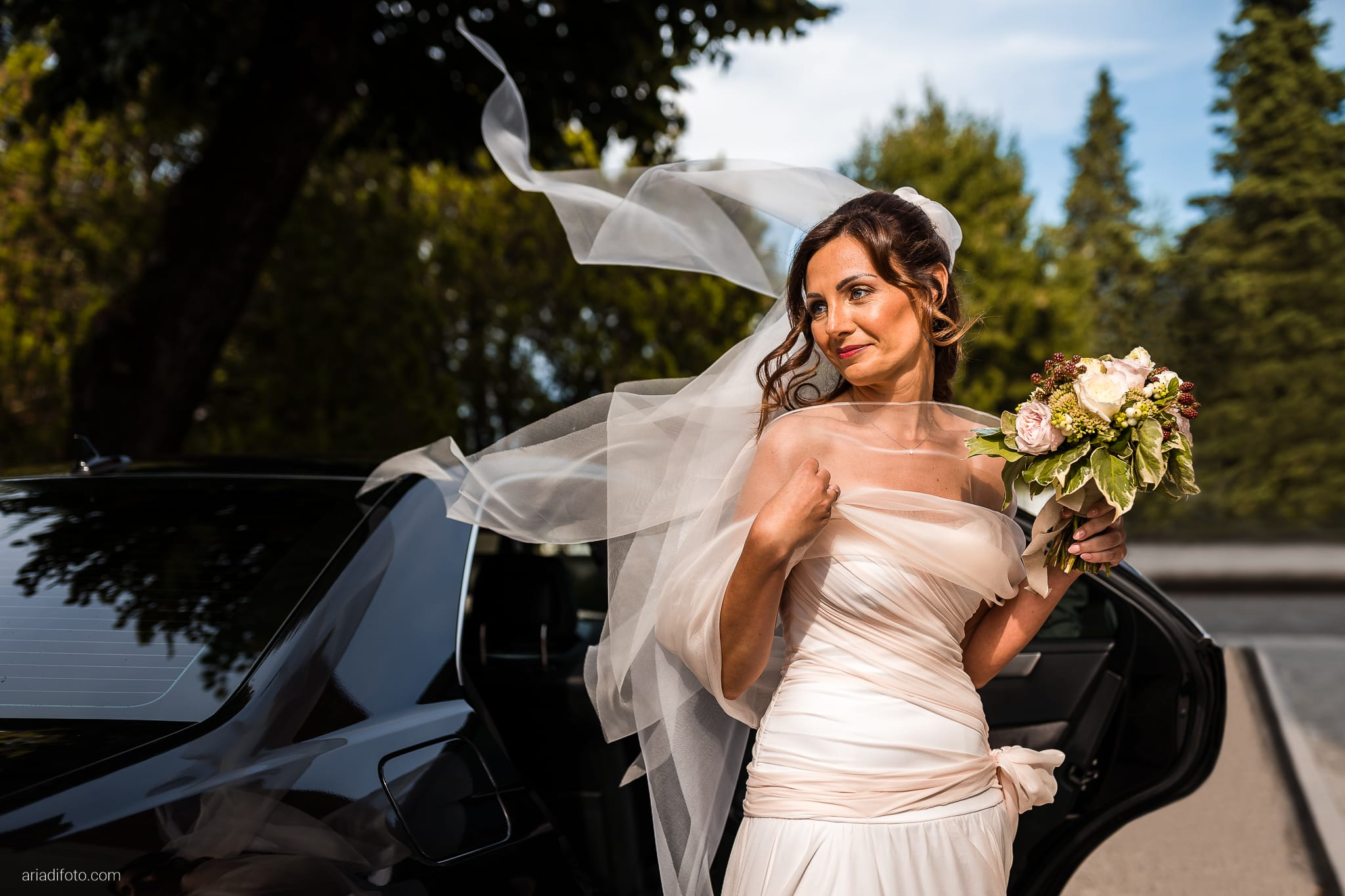 Stefania Raffaele Matrimonio Country Chic Outdoor Gorizia cerimonia ingresso sposa