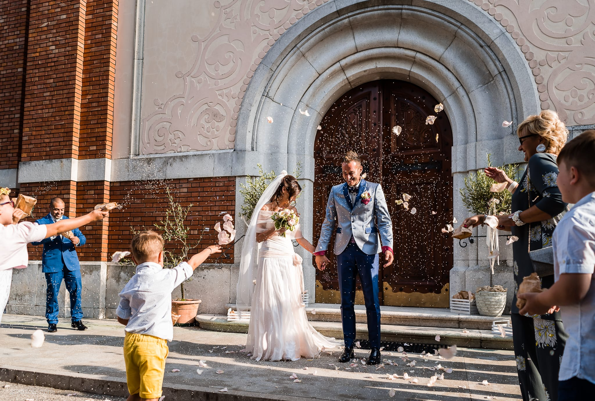 Stefania Raffaele Matrimonio Country Chic Outdoor Gorizia cerimonia lancio del riso