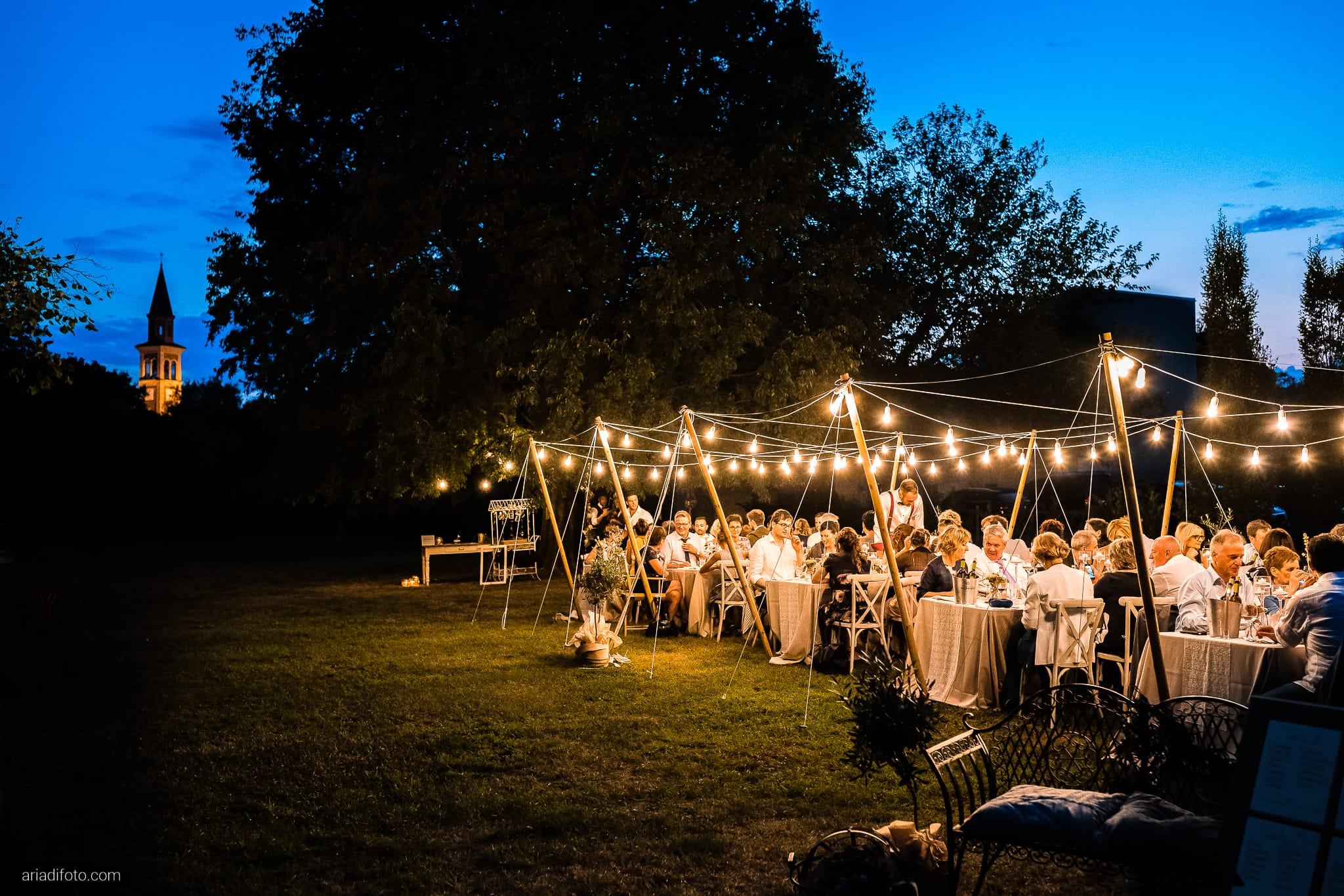 Stefania Raffaele Matrimonio Country Chic Outdoor Gorizia ricevimento cena all'aperto in giardino luci catenarie